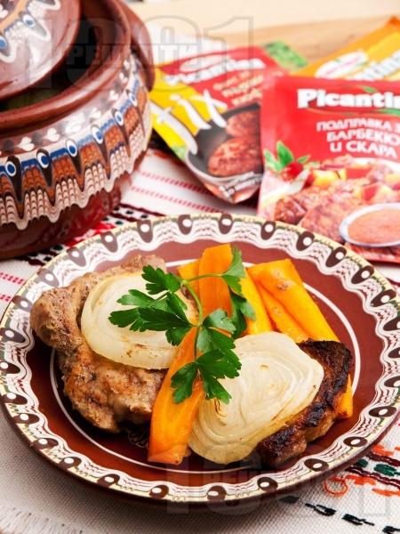 Уютно свинско месо със зеленчуци в гювеч на фурна - снимка на рецептата